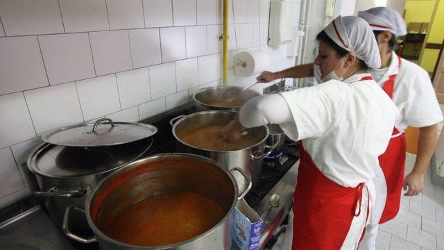 Cocina de una escuela italiana.