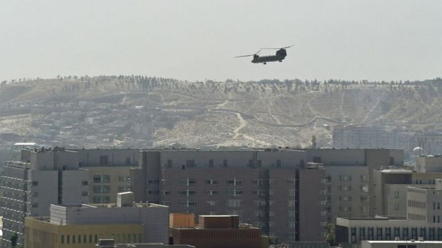 Helicopter landing on roof of US embassy in Kabul