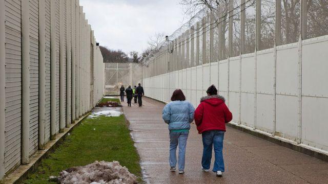 Mujeres en la cárcel de Send, Inglaterra