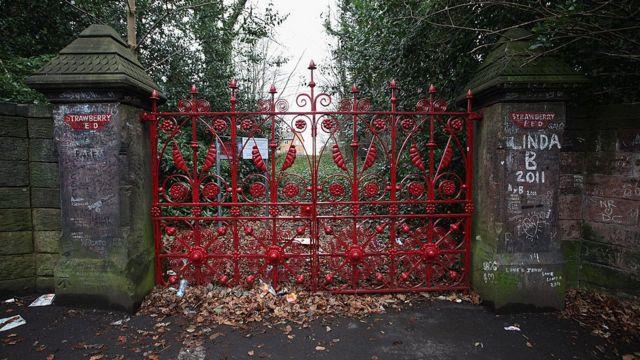 Ворота приюта Strawberry Field