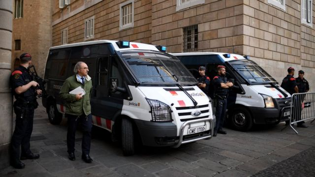 加泰隆尼亞警方把守政府辦公大樓