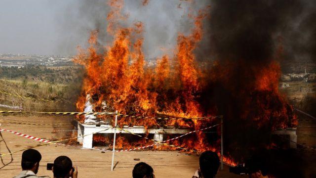 دارالحکومت اسلام آباد میں انٹی نارکوٹکس فورس کی جانب سے ملک کے مختلف حصوں سے ضبط کی کروڑوں کی مالیت کی منشیات اور شراب کو نذرآتش کیا گیا۔