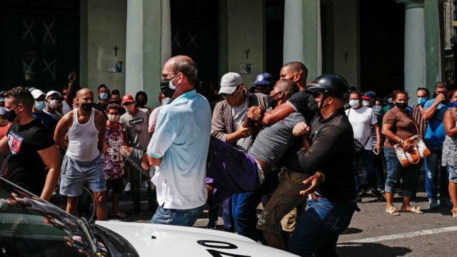 Repressão a manifestantes em Cuba
