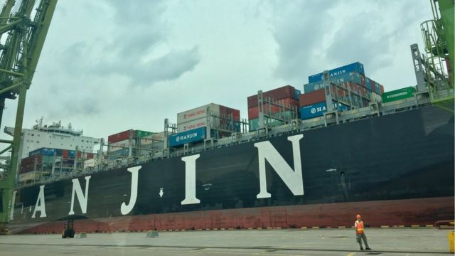 'We don't have a future' - Hanjin crews return to uncertain fate