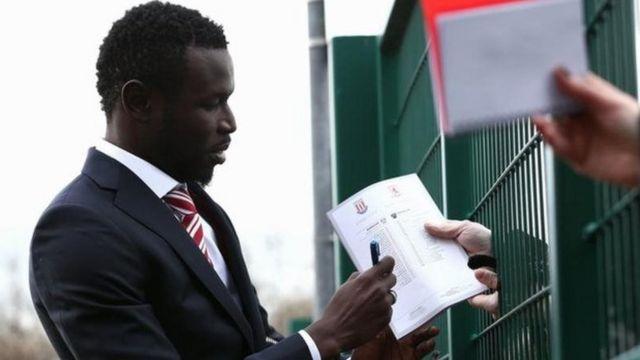 L'attaquant international sénégalais (29 ans, 42 sélections) est un ancien de Manchester United, Molde, Blackburn.