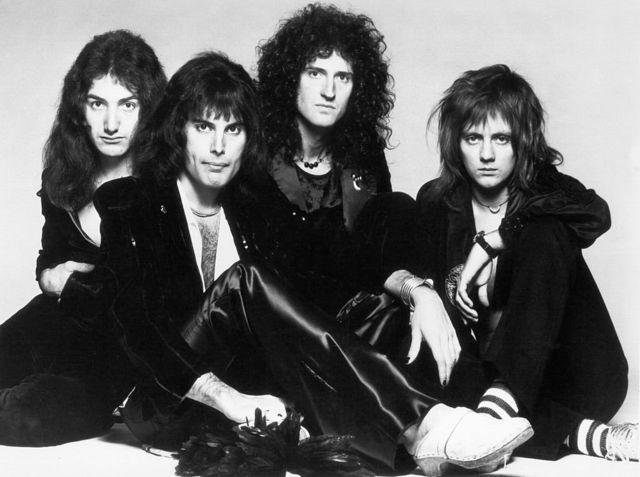 Одна из самых ранних фотографий классического состава Queen. Слева направо: Джон Дикон, Фредди Меркьюри, Брайан Мэй, Роджер Тейлор. 1971 г.