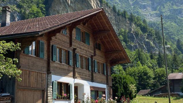 Casa tradicional com estilo alpino em Mitholz