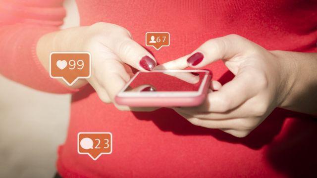usando celular