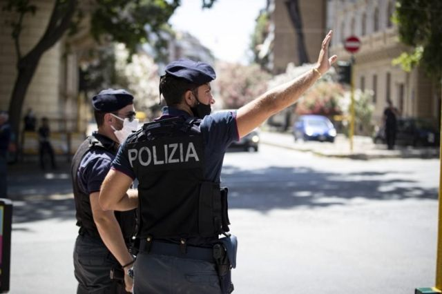İtalyan polisler