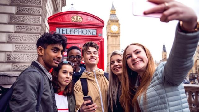 A group of friends taking a selfie with the Big Ben in London