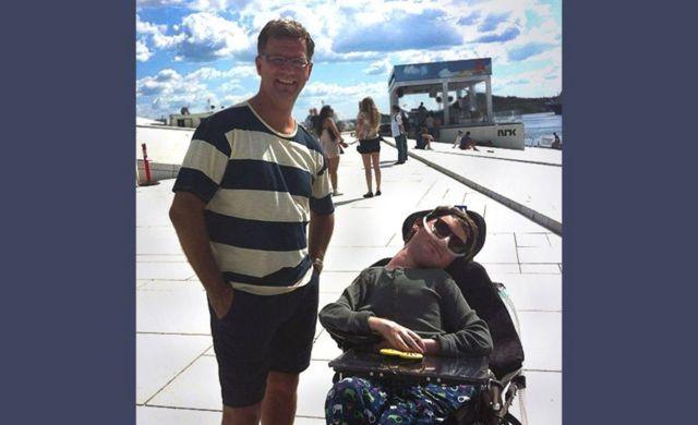 2012년 7월 오슬로에서 로버트와 아들 매츠