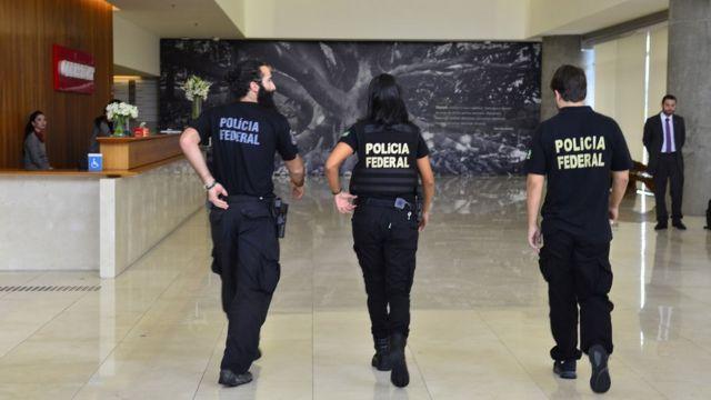 Polícia Federal chega à sede da Odebrecht na 23ª fase da Lava Jato, em fevereiro de 2016