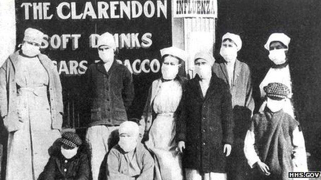 Trabajadores en una tienda en Chicago, EE.UU.