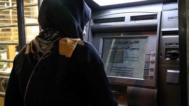 بانک مرکزی ایران هم ا درباره اجاره حساب یا کارت بانکی به دیگران هشدار داده و مسئولیت را متوجه صاحب حساب دانسته است