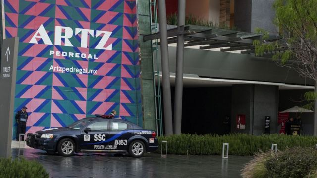 La fachada del centro comercial Artz