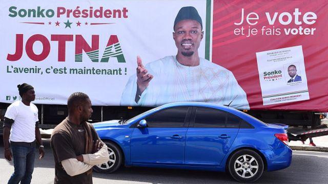 Cinq ans après la création de son parti, Ousmane Sonko espère transformer son capital sympathie en votes pour se hisser au sommet de l'Etat.