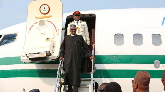 Shugaban Najeriya Muhammadu Buhari lokacin da ya isa Abuja ranar Asabar bayan ya yi kwana 103 yana jinya a Landan