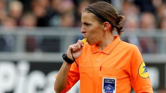 Frappart 2019'daki Amiens-Strasbourg maçını yöneterek Fransa 1. Ligi'nde bir ilke imza atmıştı