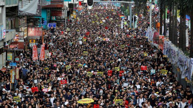 激进示威者认为上百万人的示威也没有效用,要把抗争升级。