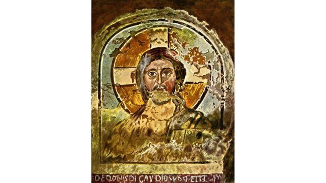 Ο Ιησούς μερικές φορές απεικονίζεται με σταυροειδές φωτοστέφανο, όπως σε αυτήν την πρώιμη χριστιανική τοιχογραφία από τις Κατακόμβες του Πονζιανού στη Ρώμη