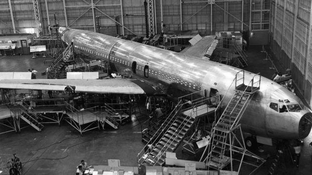 Un Boeing 707 en construcción.