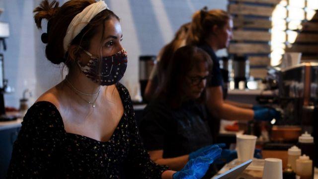 кафе маски жінка