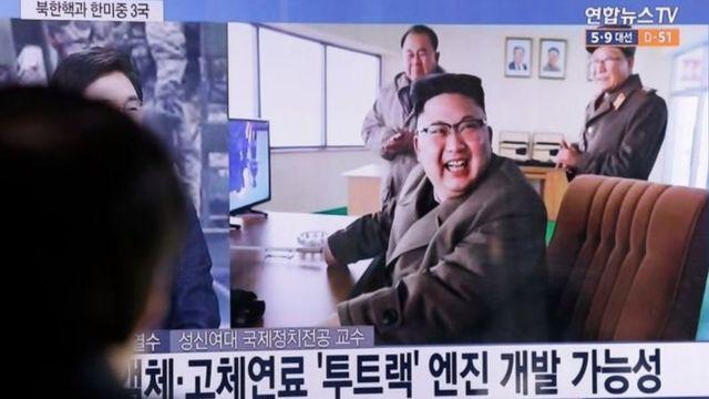 Kim Jong-un yishimiye igerageza risha rya rocket