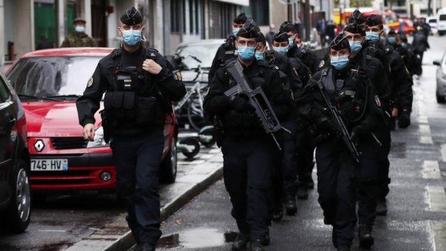 الشرطة في باريس بعد هجوم الطعن.  25 سبتمبر 2020