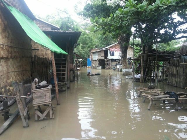 ပြည်မြို့က ရပ်ကွက်တချို့ထဲ ရေတွေ ဝပ်နေ