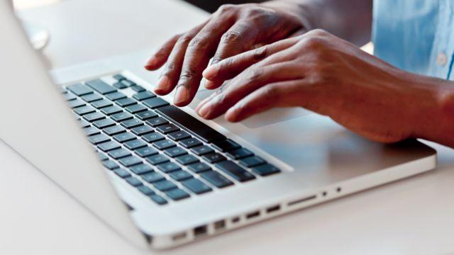 Apple: Tüm iPhone, iPad ve Mac bilgisayarlar yeni güvenlik açıklarından  etkilendi - BBC News Türkçe