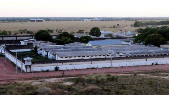Les membres de différentes bandes ont été logés dans des ailes séparés de la prison, selon les fonctionnaires