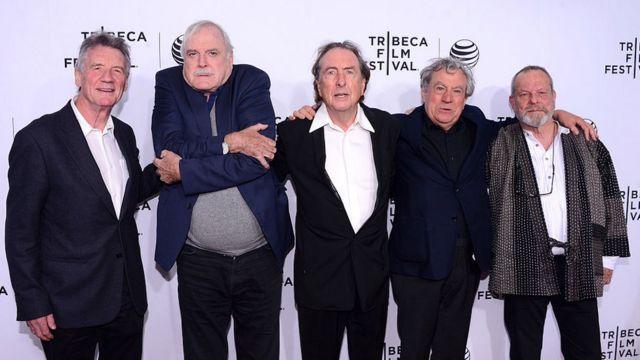 """""""Монти Пайтон"""" на кинофестивале """"Трайбека"""" в Нью-Йорке. Слева направо: Майкл Пейлин, Джон Клиз, Эрик Айдл, Терри Джонс, Терри Гиллиам. 24 апреля 2015 г."""