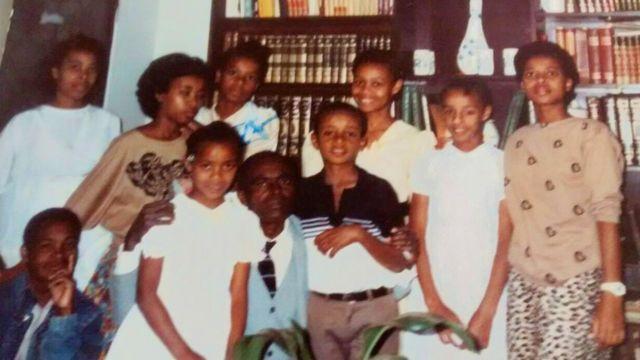 Noemia Colonna, o pai e os irmãos durante sua infância