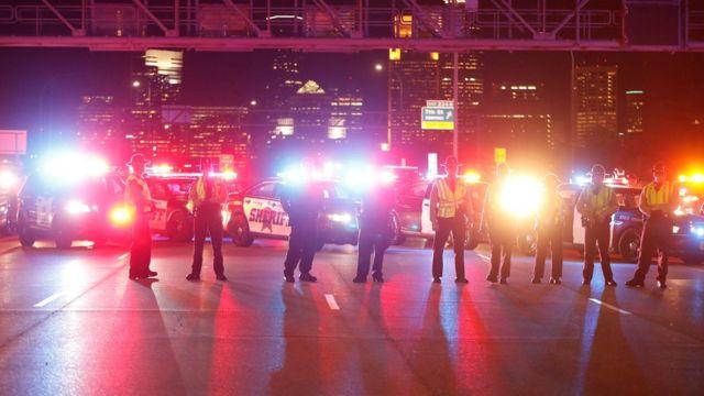 رجال الشرطة انتشروا لمواجهة المظاهرات