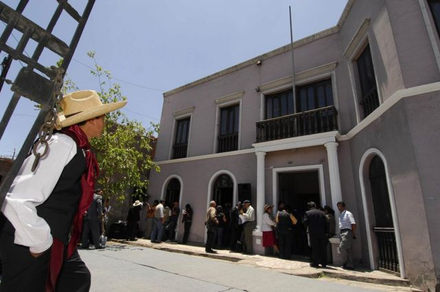 Fachada de la casa donde creció Mario Vargas Llosa en Arequipa, Perú.