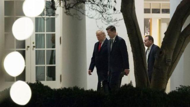 بورتر يسير إلى جانب ترامب في البيت الأبيض