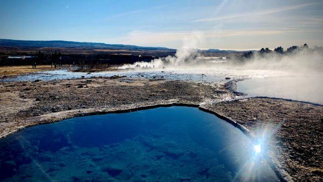 Las aguas termales de Islandia son un gran atractivo para los turistas.