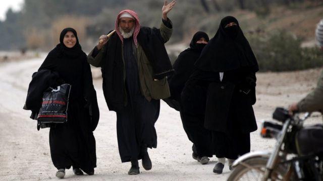 Hələb əyalətində son İD dayağı olan əl-Bab ətrafında gedən döyüşlər səbəbindən, insanlar ərazini tərk edir