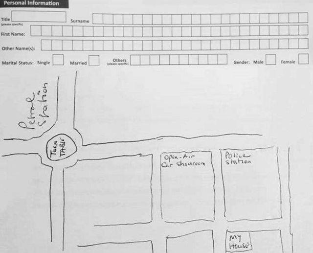 En Gambie, les gens doivent souvent dessiner leur adresse sur des formulaires.