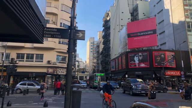 Av Corrientes, em Buenos Aires