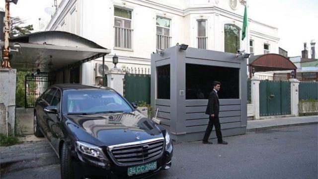 Автомобиль у консульства