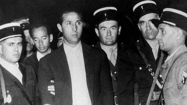 الشرطة الفرنسية تعتقل بن بلة عام 1956