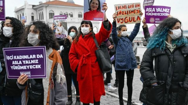 الحكومة التركية ترى، من بين أسباب أخرى، أن الاتفاقية تقوض قيم الأسرة عبر زيادة معدلات الطلاق