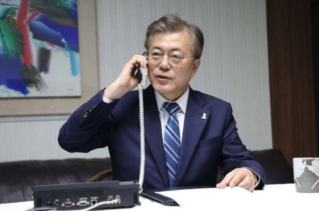 韓國總統文在寅當天上午8時10分許與聯參議長李淳鎮通電話,聽取朝軍動向、韓軍應對態勢等涉朝匯報。