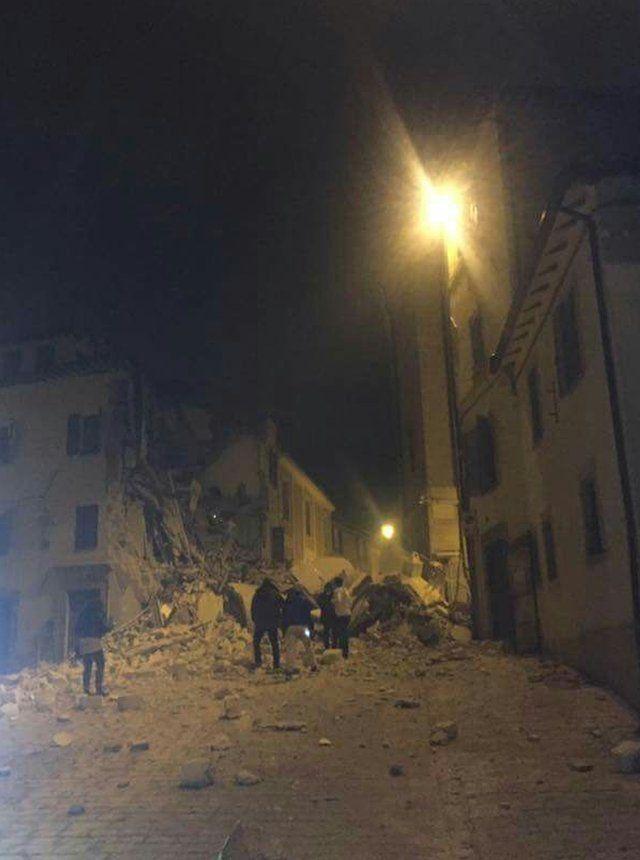 カメリーノで損壊した建物(26日)