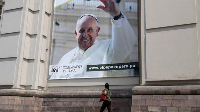 Afiche del papa en Peru