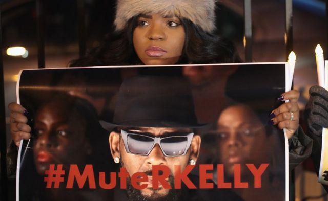 kumekuwa na miito ya kususia muziki wa R Kelly katika mitandao ya kijamii kupitia hashtag #MuteRKelly
