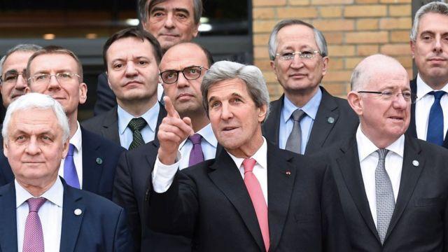 المشاركون في مؤتمر باريس للسلام