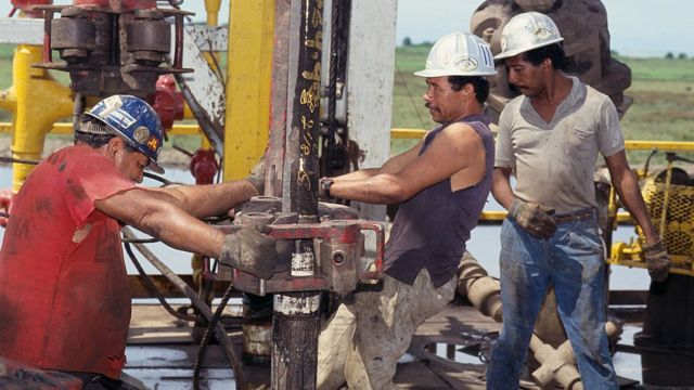 La extracción del petróleo es la principal fuente de divisas de Venezuela.
