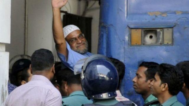 इस्लामी पार्टी जमात-ए-इस्लामी के नेता मीर क़ासिम अली को फांसी दे दी गई.